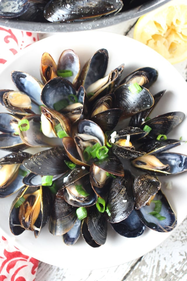 Lemon Garlic Steamed Mussels Recipe