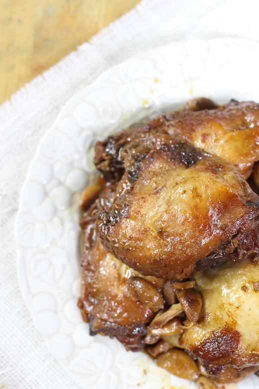 Slow Cooker Honey Garlic Chicken from Mama Loves Food