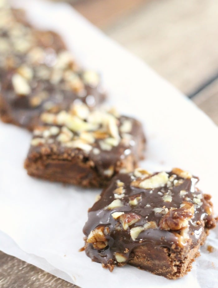 Salted Chocolate Caramel Bars - Mama Loves Food