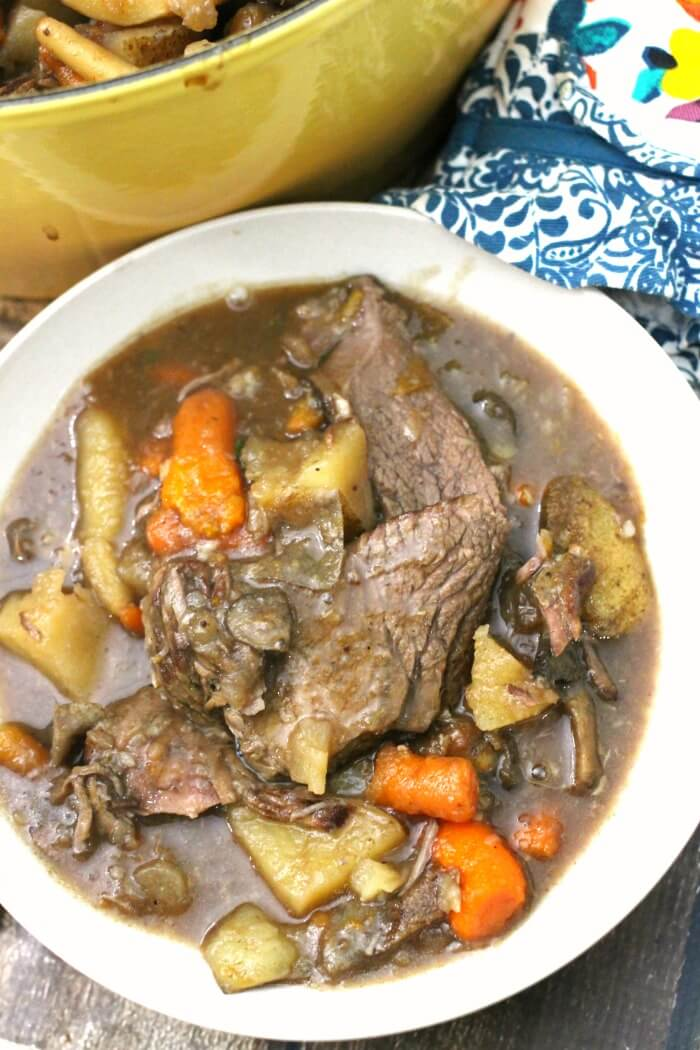 HOW TO COOK A POT ROAST IN A DUTCH OVEN
