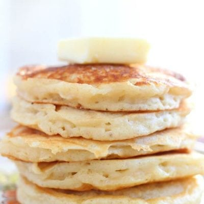 EASY GREEK YOGURT PANCAKES