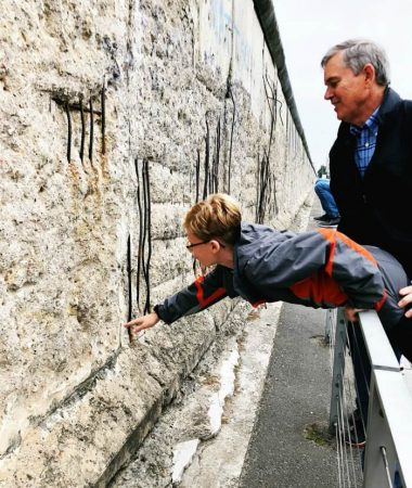 TOUCH THE BERLIN WALL