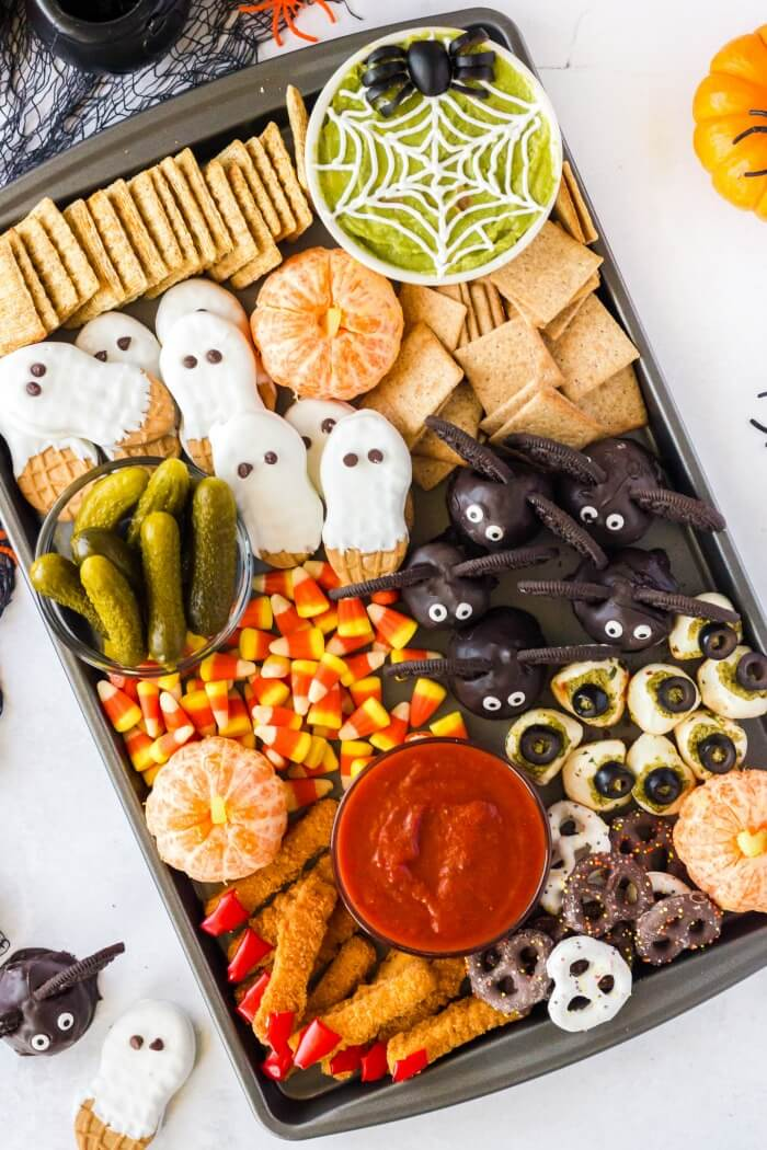EASY HALLOWEEN CHEESE BOARD