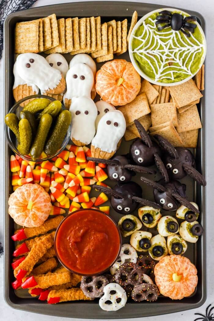 HALLOWEEN SNACK BOARD